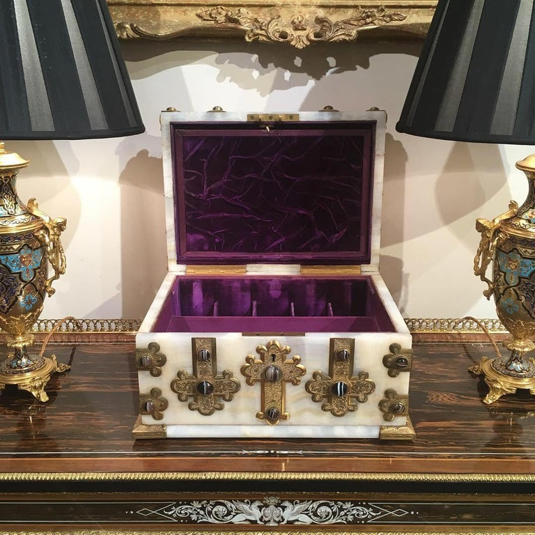 Brass Fine Baronial Late 19th Century Solid Onyx Box by George Betjemann & Sons For Sale
