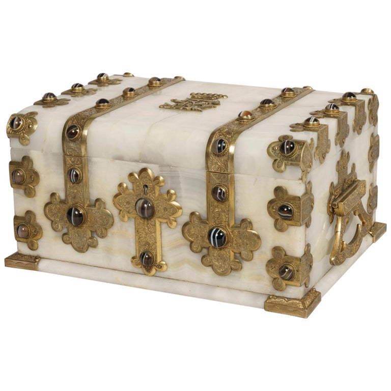 Fine Baronial Late 19th Century Solid Onyx Box by George Betjemann & Sons For Sale