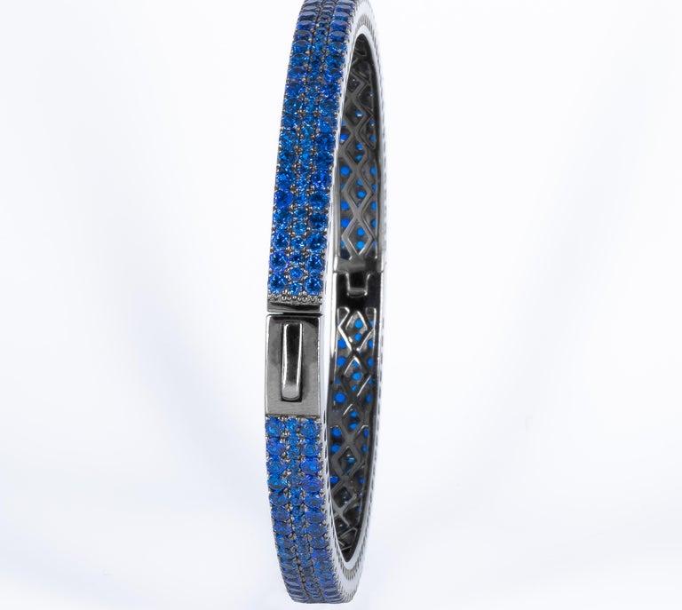 Modern Fine Blue 6 Carat Kyanite Bangle, Made in Italy '274 Kyanites' For Sale