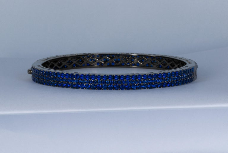 Round Cut Fine Blue 6 Carat Kyanite Bangle, Made in Italy '274 Kyanites' For Sale