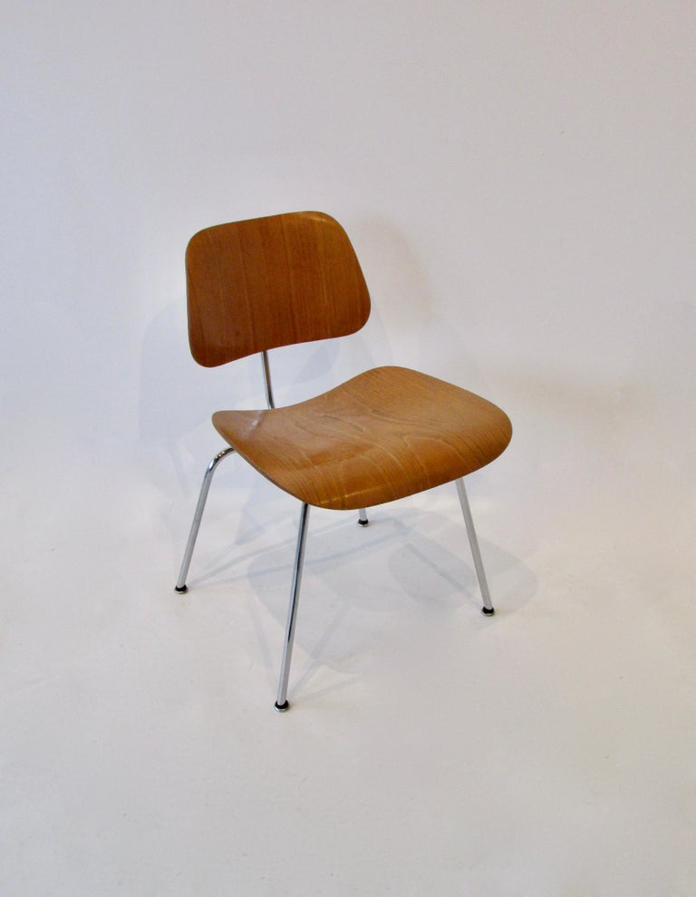 Mid-Century Modern Fine Charles Eames for Evans Sold by Herman Miller Ash Grain DCM Dining Chair For Sale