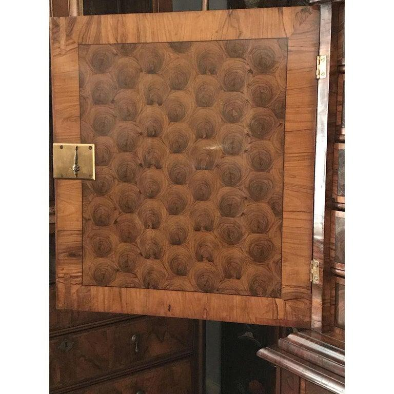 Fine Charles II Oyster Olivewood Walnut Marquetry Cabinet on Stand In Good Condition For Sale In Lymington, GB