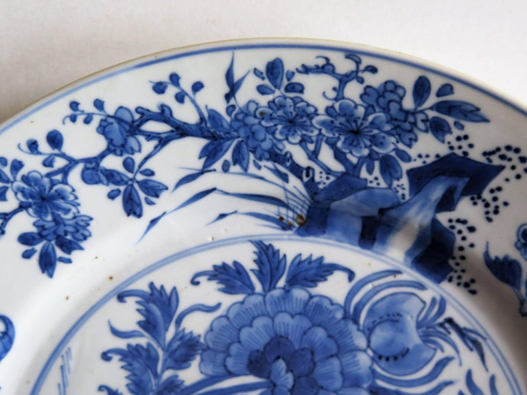 Fine Chinese Porcelain Blue and White Plate, Kangxi Period and Mark Circa 1700 For Sale 6