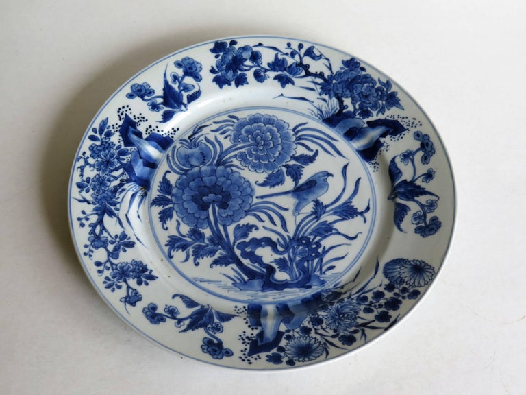 Fine Chinese Porcelain Blue and White Plate, Kangxi Period and Mark Circa 1700 In Good Condition For Sale In Lincoln, Lincolnshire