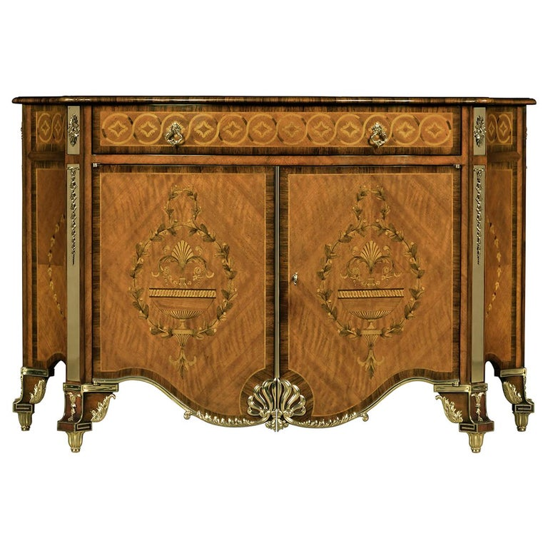 Fine Chippendale Chest of Drawers For Sale
