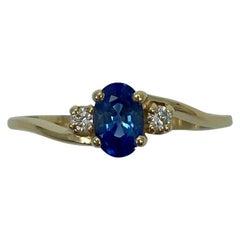 Fine Cornflower Blue Ceylon Sapphire and Diamond Three-Stone Gold Trilogy Ring