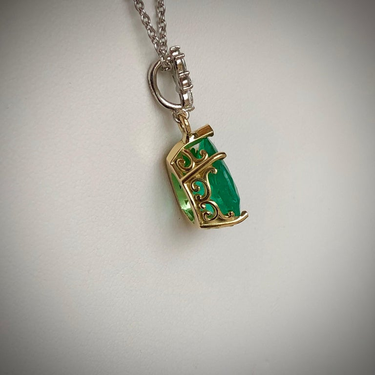 Fine Emerald Diamond Pendant Necklace in 18 Karat and Platinum In New Condition For Sale In Brunswick, ME