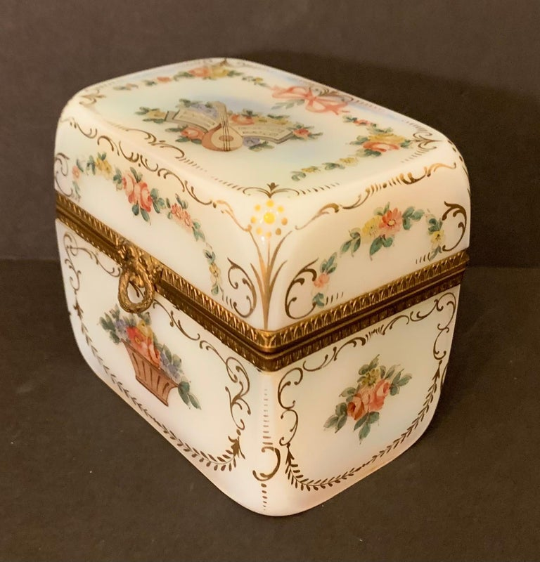 Belle Époque Fine French White Opaline Glass Ormolu Bronze Hand Painted Jewelry Vanity Box For Sale