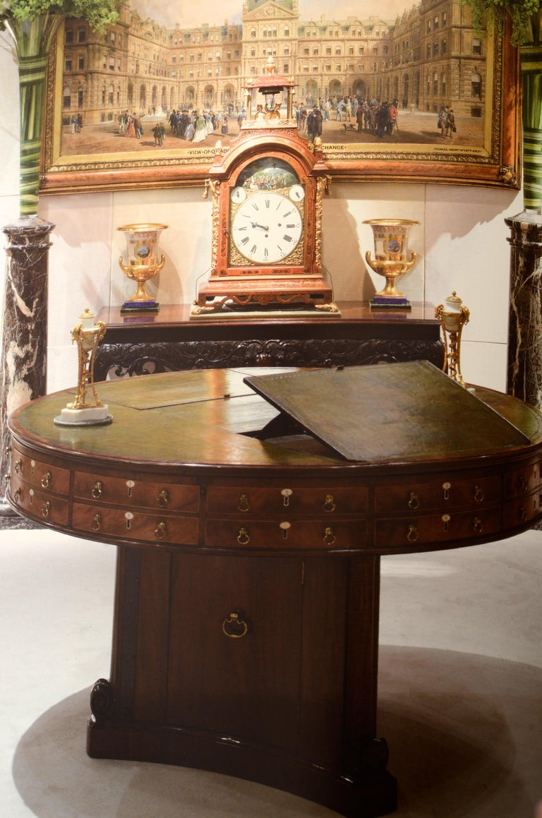Fine Furniture A Timeline in Woods by Mallett & Son Antiques, 1st Ed In Excellent Condition For Sale In valatie, NY