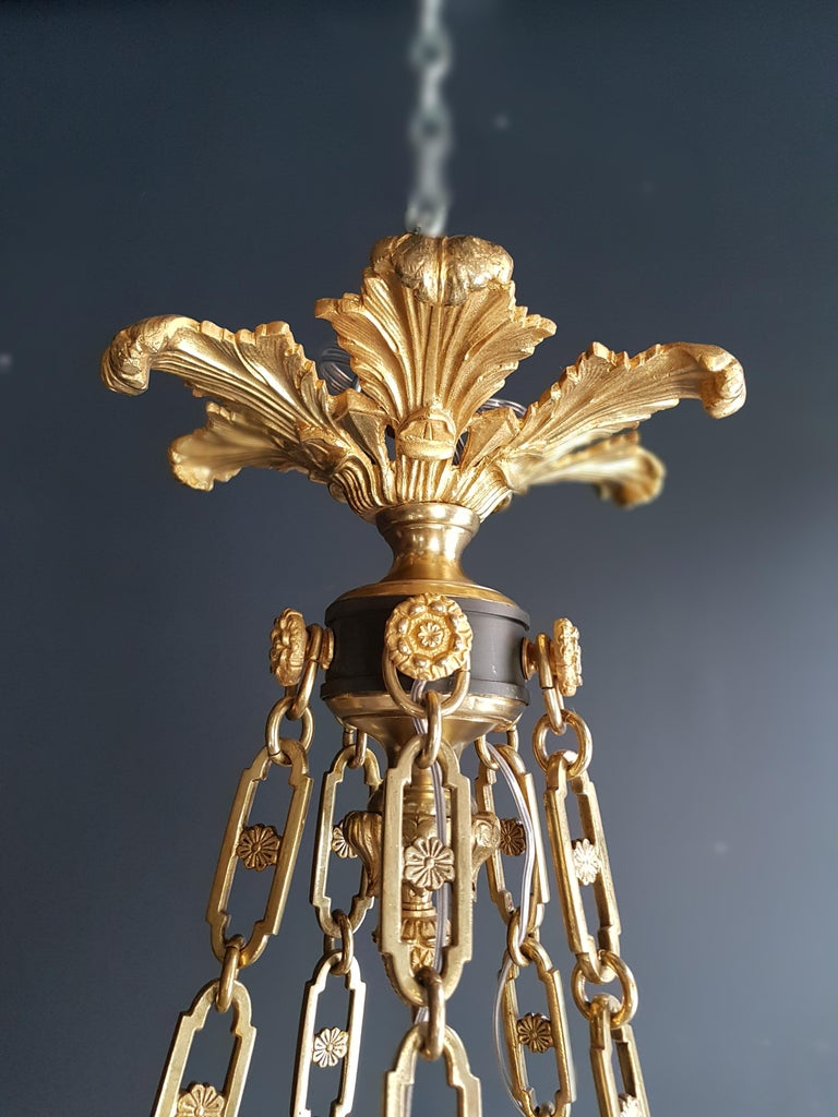 Fine Gilt Antique French Empire Lustre Neoclassical Patina Gilt Brass Chandelier For Sale 1