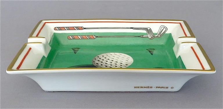 Fine Hermes Paris Porcelain Ashtray Golf Motif Gilt Green Red Fornasetti Style In Good Condition For Sale In Nierstein am Rhein, DE