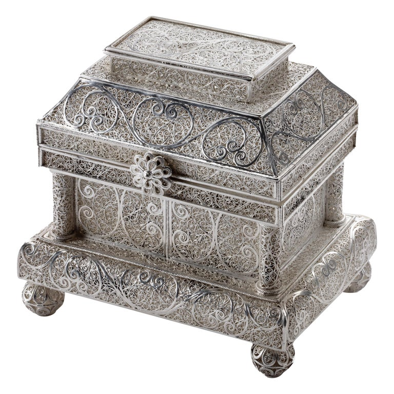 Fine Indonesian Colonial Silver Filigree Casket, Early 18th Century For Sale