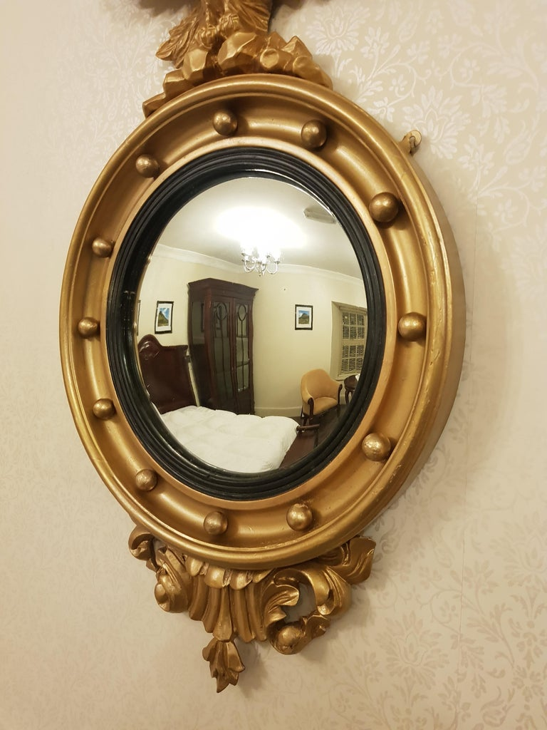 Fine Irish Pair of 19th Century Gilt Convex Mirrors In Good Condition For Sale In Dromod, Co. Leitrim