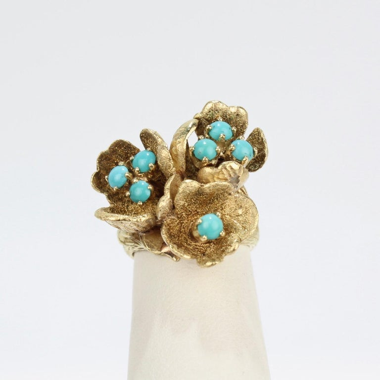 Fine J Rossi 18 Karat Gold and Turquoise Cluster Figural Flower Ring In Good Condition For Sale In Philadelphia, PA