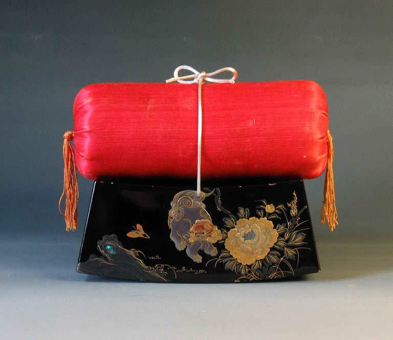 Japonisme Fine Japanese Lacquer Takamakura Geisha Pillow, First Half of the 20th Century For Sale