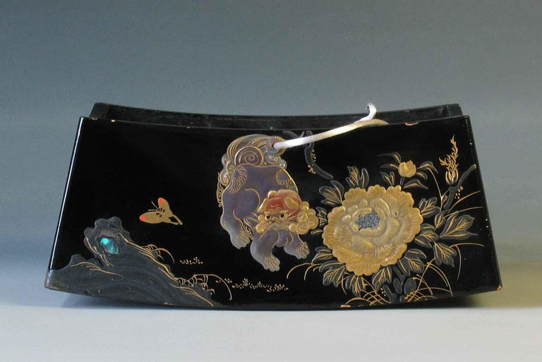Fine Japanese Lacquer Takamakura Geisha Pillow, First Half of the 20th Century In Good Condition For Sale In Ottawa, Ontario