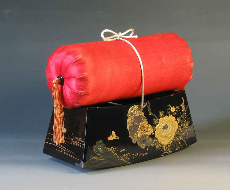 Fine Japanese Lacquer Takamakura Geisha Pillow, First Half of the 20th Century For Sale 2
