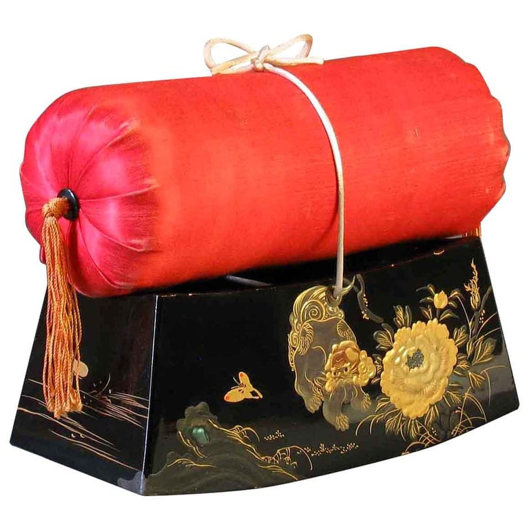 Fine Japanese Lacquer Takamakura Geisha Pillow, First Half of the 20th Century For Sale