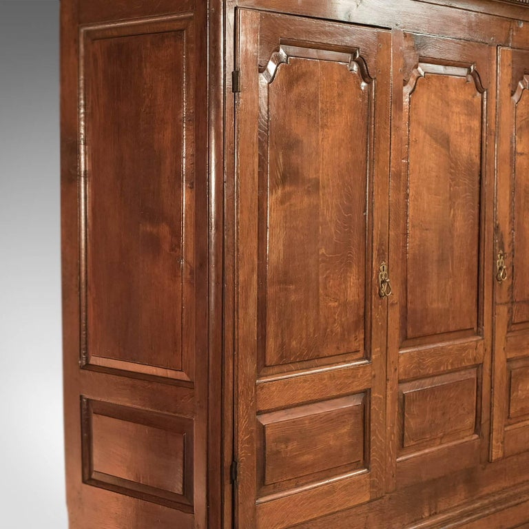 Fine Large Georgian Antique Wardrobe Linen Press Cabinet English Oak, circa 1800 For Sale 5