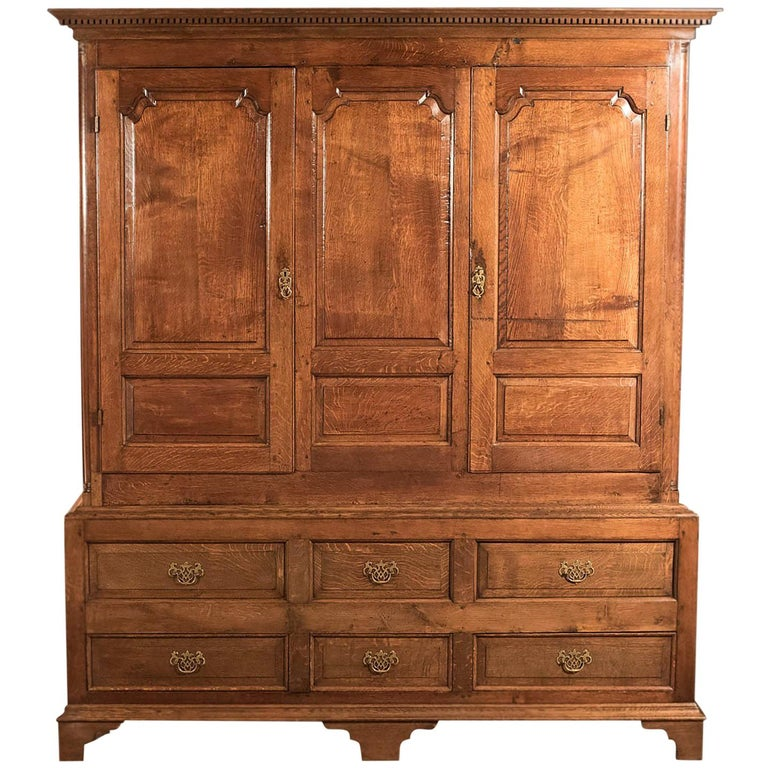 Fine Large Georgian Antique Wardrobe Linen Press Cabinet English Oak, circa 1800 For Sale
