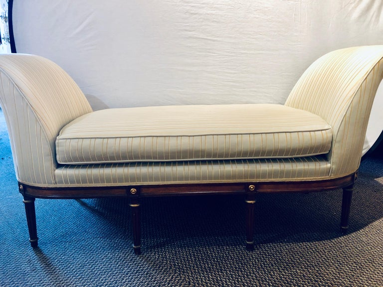 Fine Louis XVI Style Chaise Lounge or Daybed in a Silk Upholstery For Sale 5