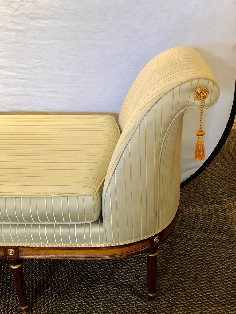 Fine Louis XVI Style Chaise Lounge or Daybed in a Silk Upholstery In Good Condition For Sale In Stamford, CT