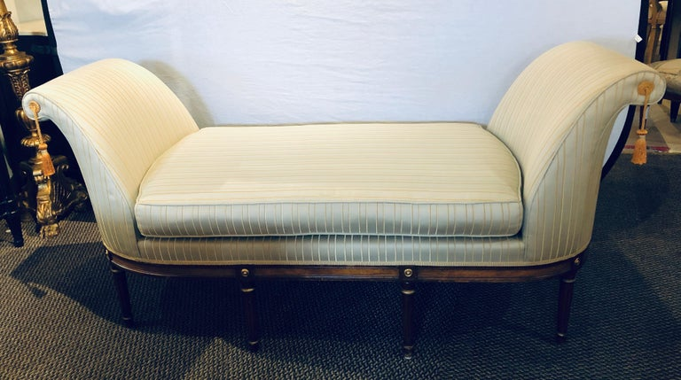 20th Century Fine Louis XVI Style Chaise Lounge or Daybed in a Silk Upholstery For Sale