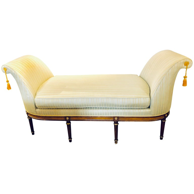 Fine Louis XVI Style Chaise Lounge or Daybed in a Silk Upholstery For Sale