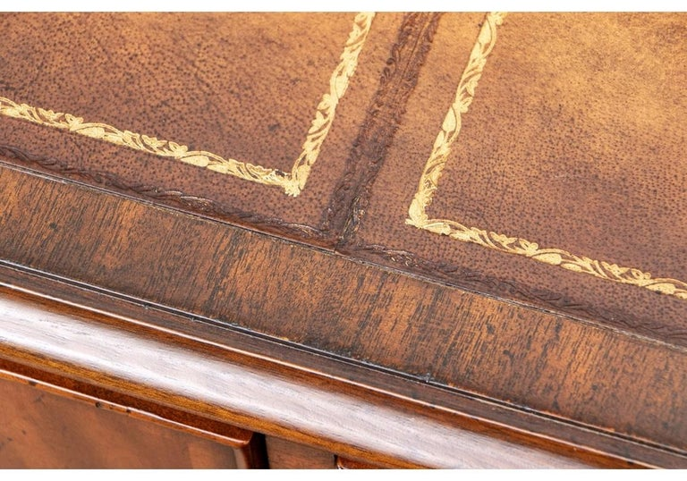 20th Century Fine Maitland - Smith French Regency Style Burled Mahogany Leather Top Desk For Sale