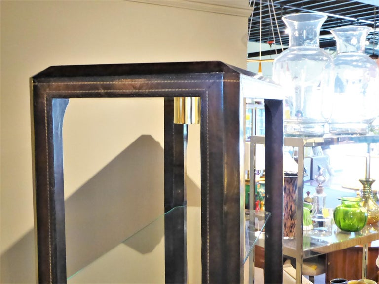Late 20th Century Fine Maitland Smith Gold Leaf Tooled Leather Wrapped Étagère Shelves Bar For Sale