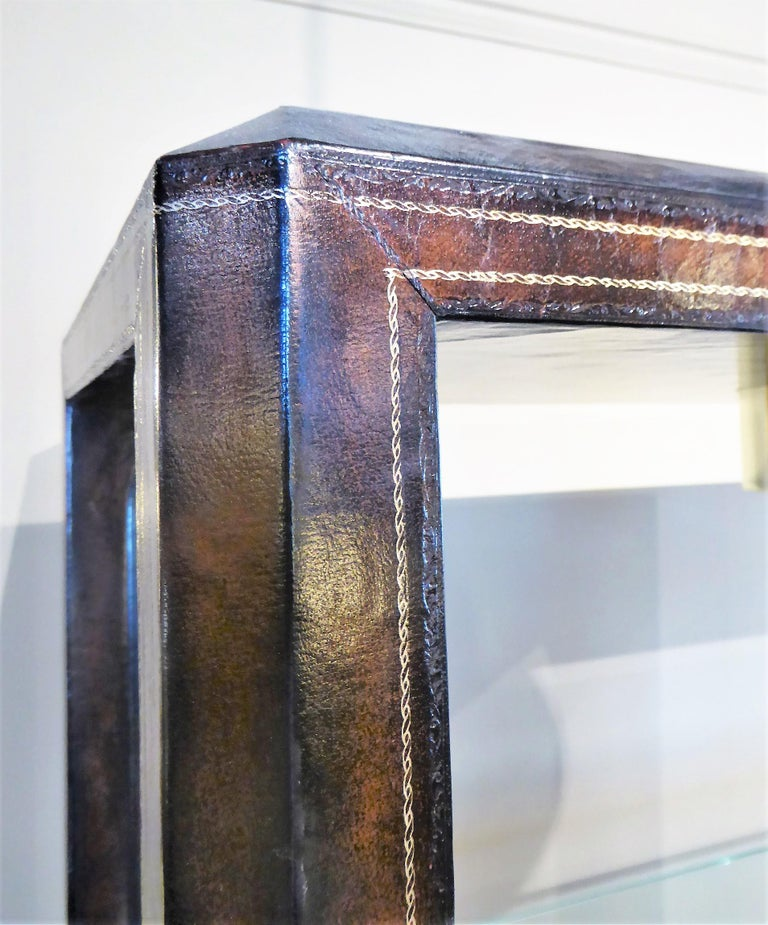 Fine Maitland Smith Gold Leaf Tooled Leather Wrapped Étagère Shelves Bar For Sale 1