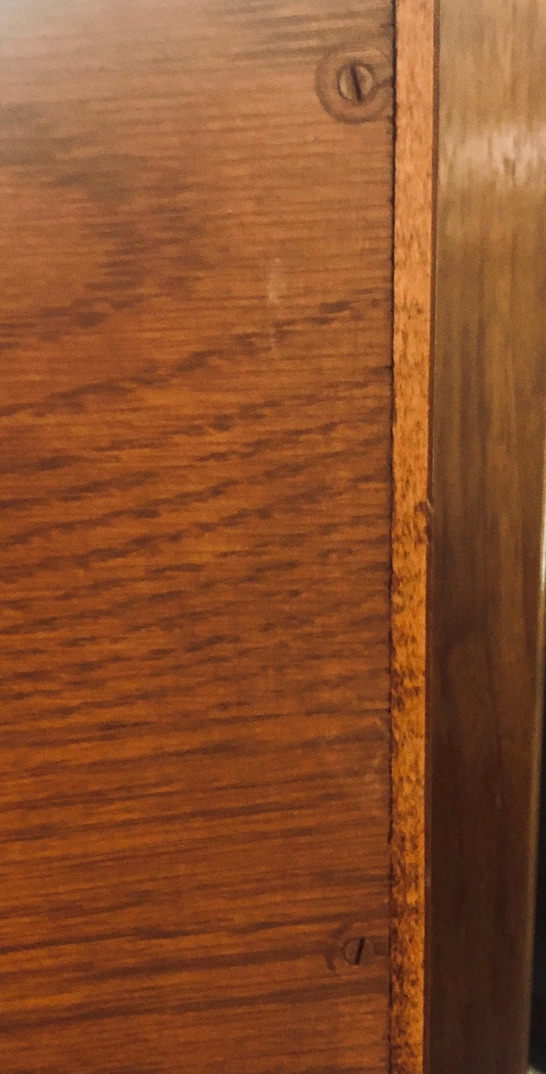 Fine MCM Gio Ponti Figured Walnut Cabinet Credenza Having Manufacturer Label For Sale 9