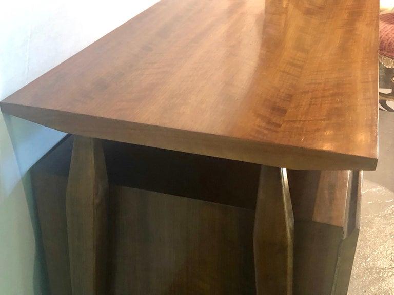 Fine MCM Gio Ponti Figured Walnut Cabinet Credenza Having Manufacturer Label For Sale 4