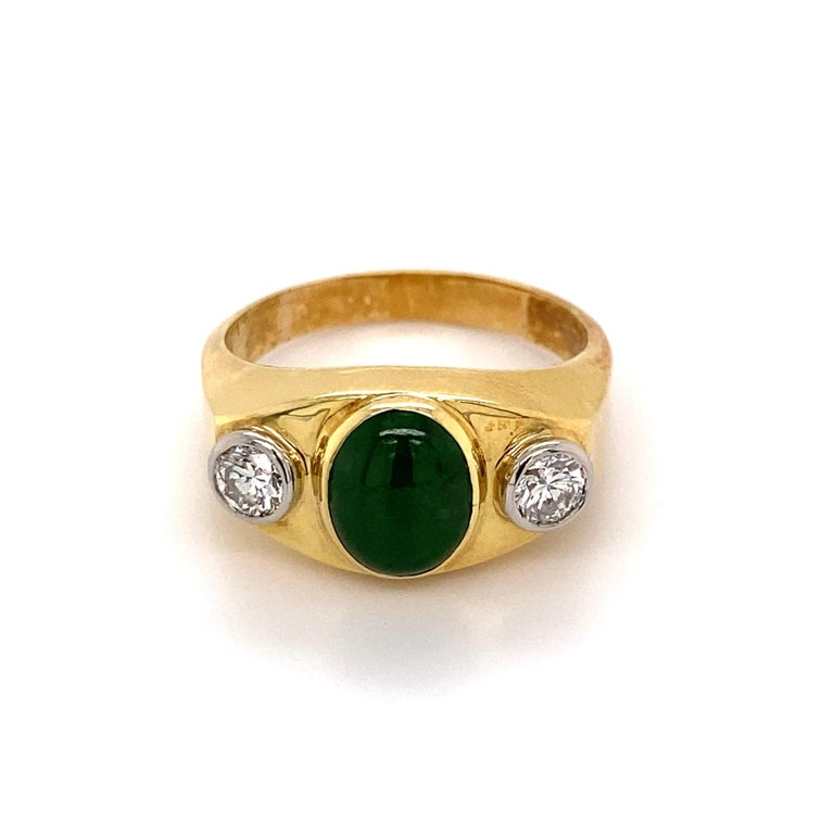 Fine Men's Jade and Diamond 3-Stone Gold Signet Ring Estate Fine Jewelry In Excellent Condition For Sale In Montreal, QC