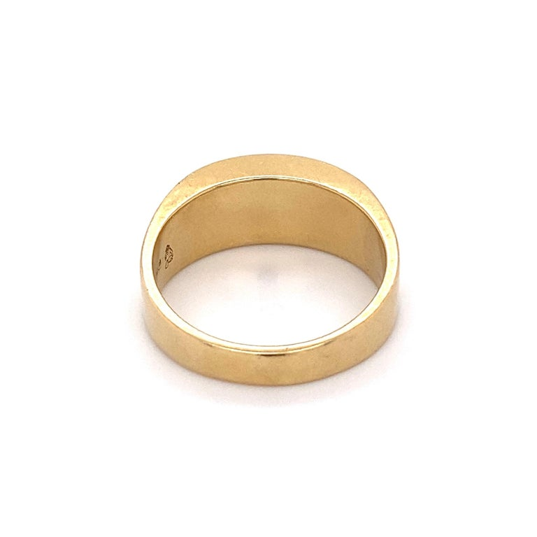 Fine Men's Sleek Onyx and Gold Dome Bar Ring Estate Fine Jewelry In Excellent Condition For Sale In Montreal, QC