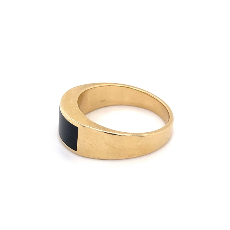 Men's Fine Men's Sleek Onyx and Gold Dome Bar Ring Estate Fine Jewelry For Sale