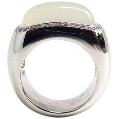 Fine Moonstone 18 Karat White Gold Ring