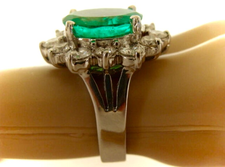Fine Natural Colombian Emerald Diamond Ring 18 Karat White Gold For Sale 4