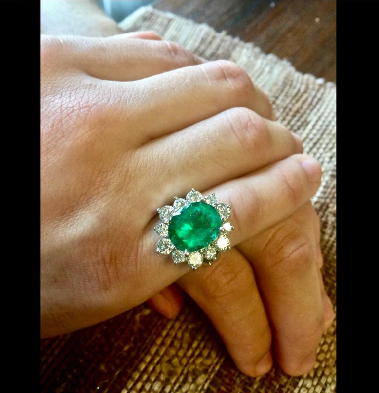 Fine Natural Colombian Emerald Oval Cut 7.00 carat, measurement 13.00 x 10.80 x 7.50mm. Vivid medium green, excellent clarity & transparency. Accented by natural brilliant cut diamonds weighting 2.00  carat SI1/ F/G Total Weight   10.8g White