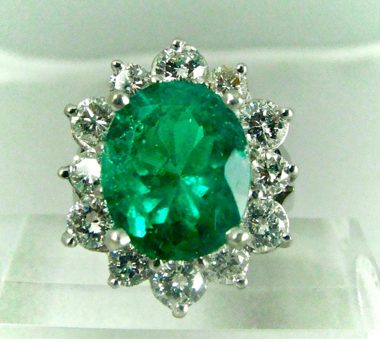 Fine Natural Colombian Emerald Diamond Ring 18 Karat White Gold In Excellent Condition For Sale In Brunswick, ME