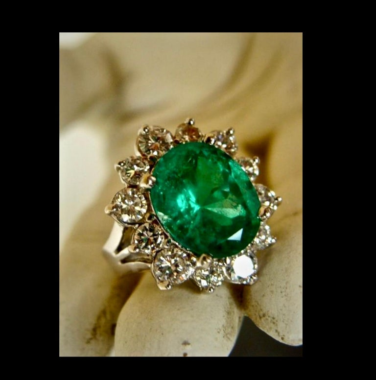 Fine Natural Colombian Emerald Diamond Ring 18 Karat White Gold For Sale 3