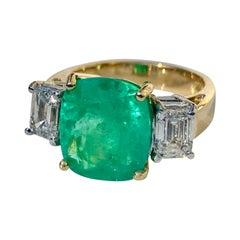 Fine Natural Cushion Colombian Emerald Diamond Ring 18 Karat