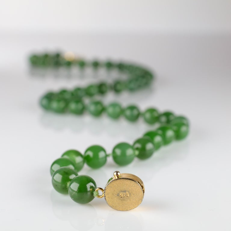 Fine Nephrite Bead Necklace from Midcentury For Sale 5