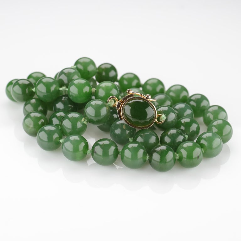 Fine Nephrite Bead Necklace from Midcentury For Sale 7