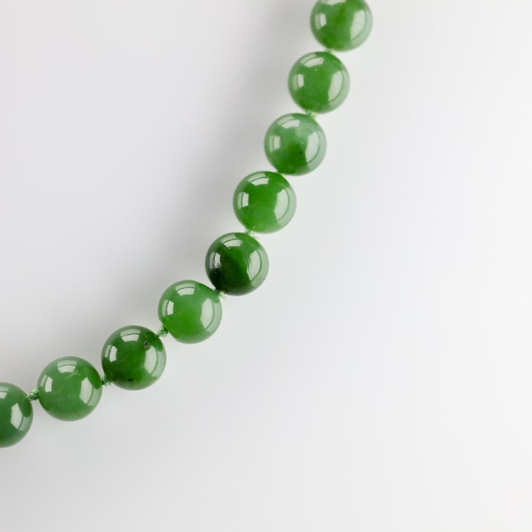 Fine Nephrite Bead Necklace from Midcentury For Sale 1