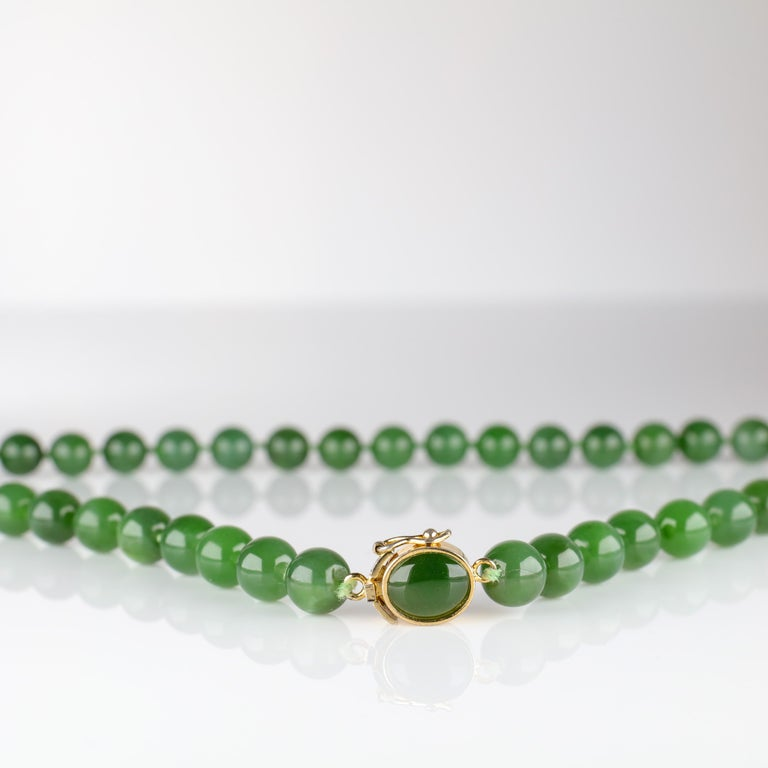 Fine Nephrite Bead Necklace from Midcentury For Sale 2