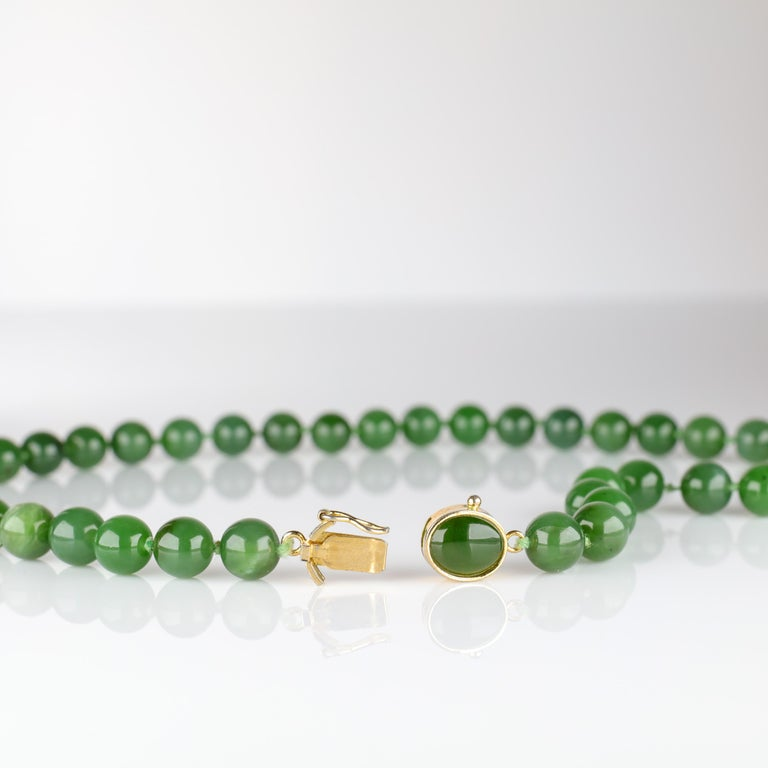 Fine Nephrite Bead Necklace from Midcentury For Sale 4