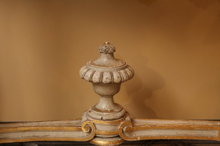 Pair of French Carved Louis XV Consoles, Marble Tops, Parcel Paint/Gilt Finish In Good Condition For Sale In Houston, TX