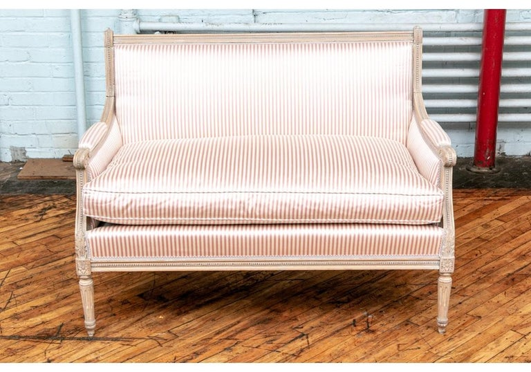 Fine Pair of Louis XVI French Style Upholstered Settees In Good Condition For Sale In Bridgeport, CT