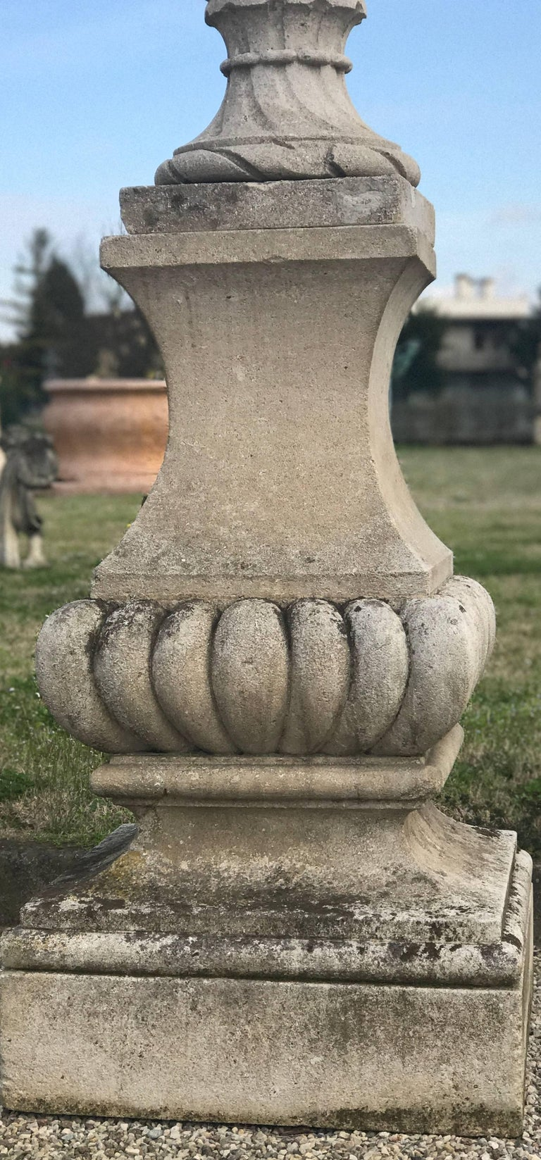 Fine Pair of Italian Carved Stone Garden Vases with Base In Good Condition For Sale In Rome, IT